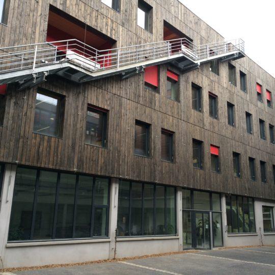 facade-caisson-toiture-bois-immeuble-cruard-charpente